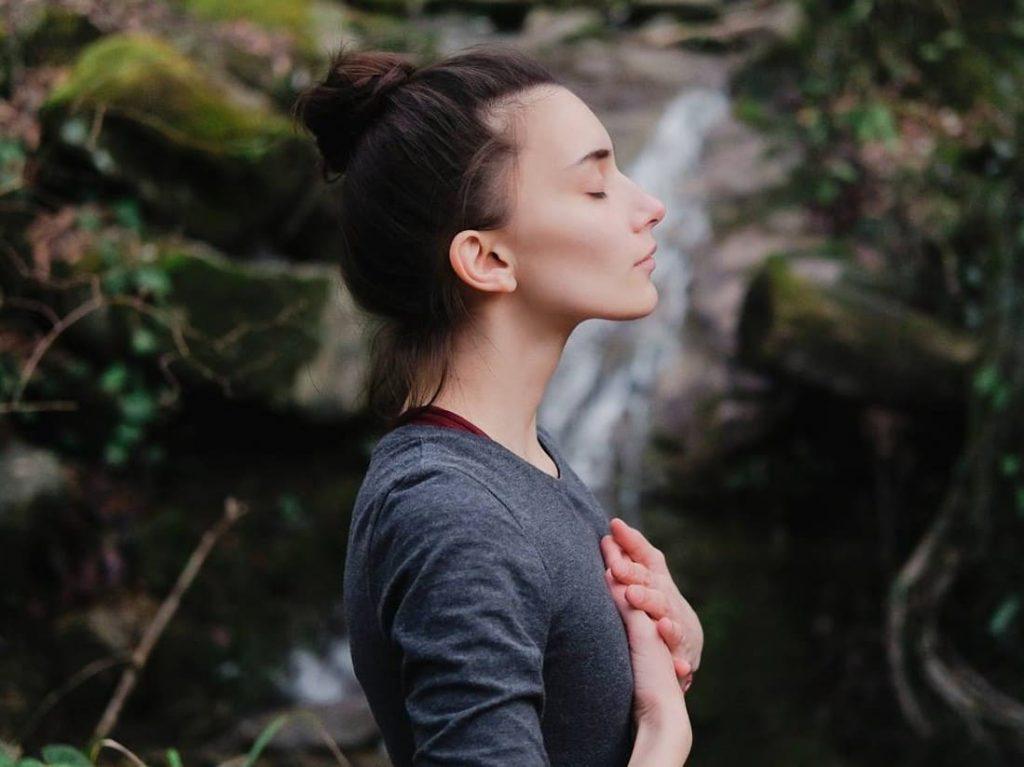 Haz una meditación guiada o una práctica de mindfulness